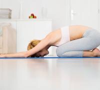 поза ребенка в йоге