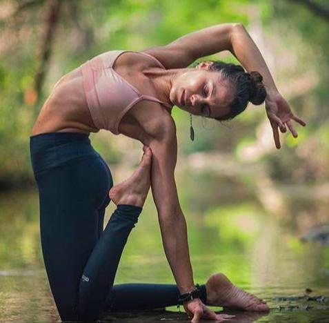 способствует ли йога увеличению гибкости?