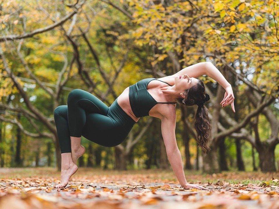 улучшаем настроение с помощью йоги